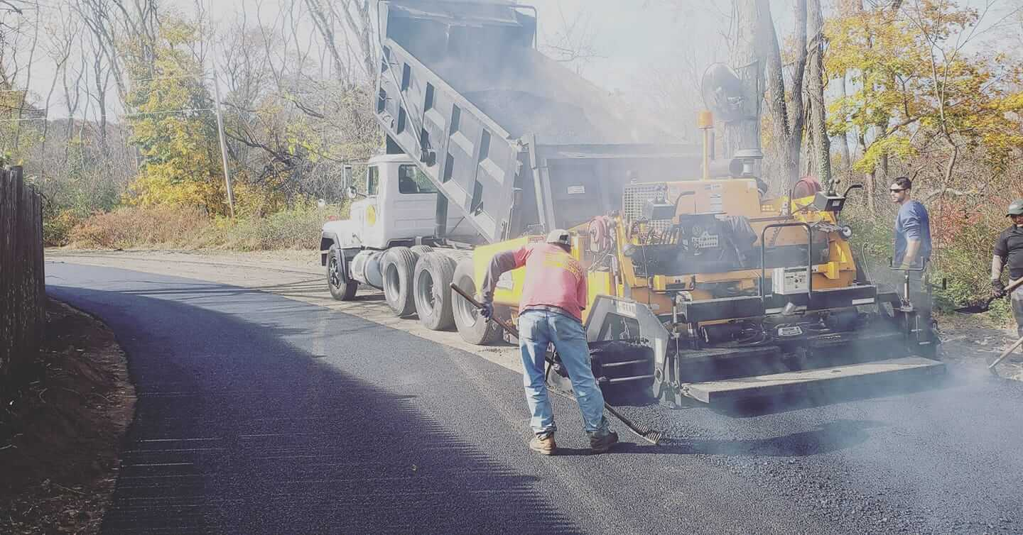 J Perry Paving – Paving Professionals Working