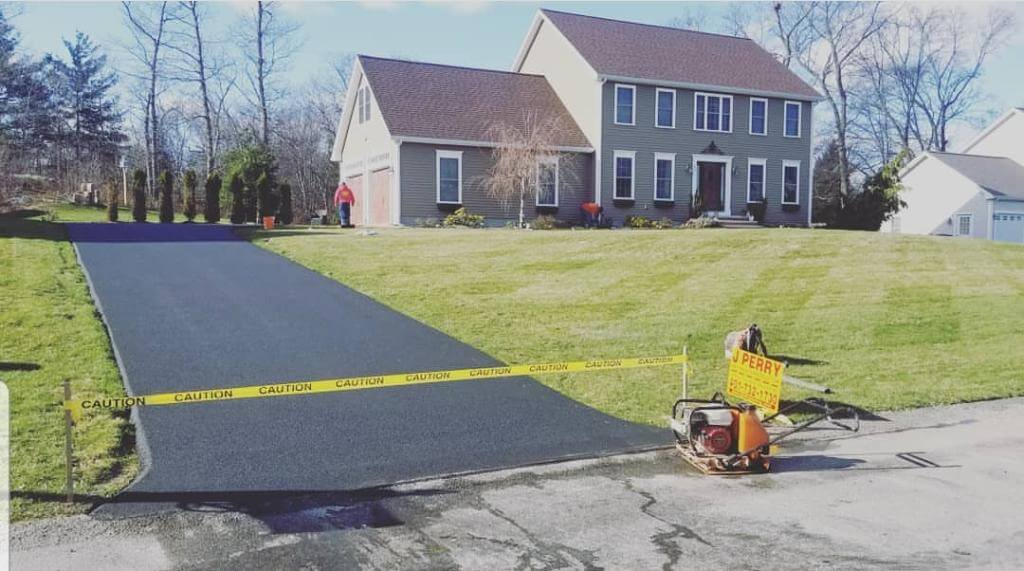 Fix Your Cracked Driveway with Professional Paving Services